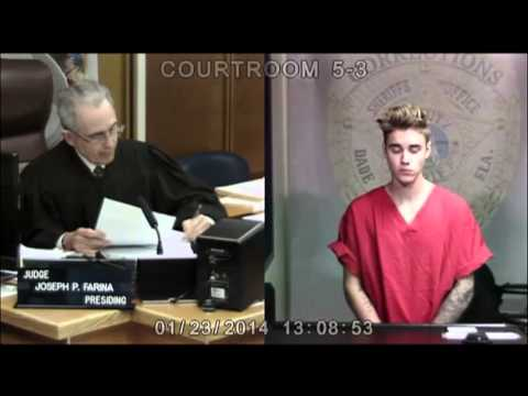 Here's something weird, Justin Bieber's eyes changed color in court. Here's the raw footage from the Associated Press, it happens at 0:08. He seems to notice it and averts his gaze.