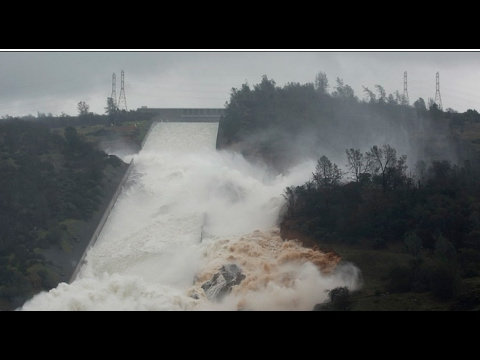 Breaking Huge hole California's Oroville Dam
