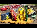 Disney Cars 3 Toys Lightning Mcqueen Jackson Storm Cruz get trapped by Chick Hicks & Fritter