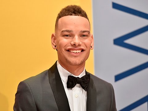 Kane Brown turns Facebook links into a...