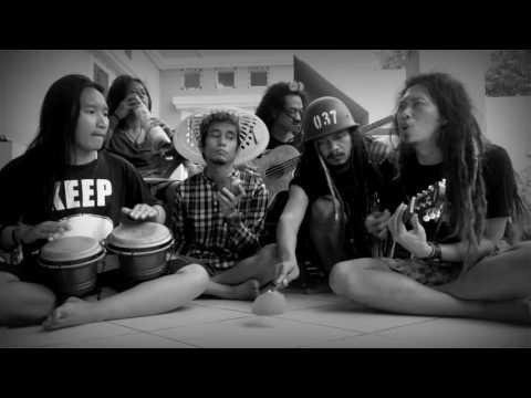 LUCU ANAK REGGAE NYANYI DANGDUT PAKE ALAT DAPUR- KERAMAT - RHOMA IRAMA (COVER)