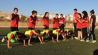 Aileleri ikna edilip futbola başlayan kızlar, ligde tutunmak için destek bekliyor