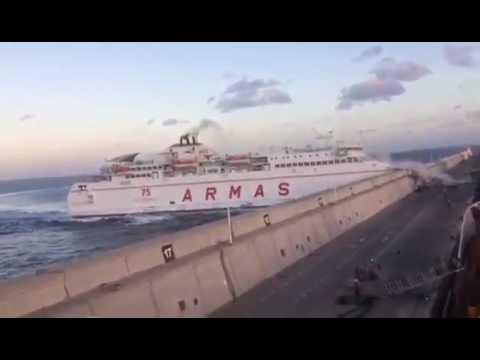 Un barco de Armas se estrella contra el Nelson Mandela   Gran Canaria Tenerife 2017