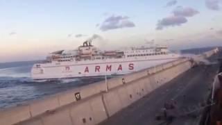 Un barco de Armas se estrella contra el Nelson Mandela | Gran Canaria Tenerife 2017