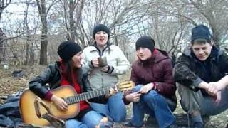 девчонки поют по-татарски.AVI