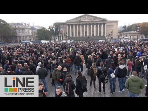 2000 policiers devant l'Assemblée Nationale / Paris - France 26 octobre 2016
