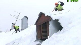 видео Инструкция по охране труда при очистке крыш от снега