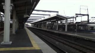 北総線新鎌ヶ谷駅を通過する上下スカイライナー