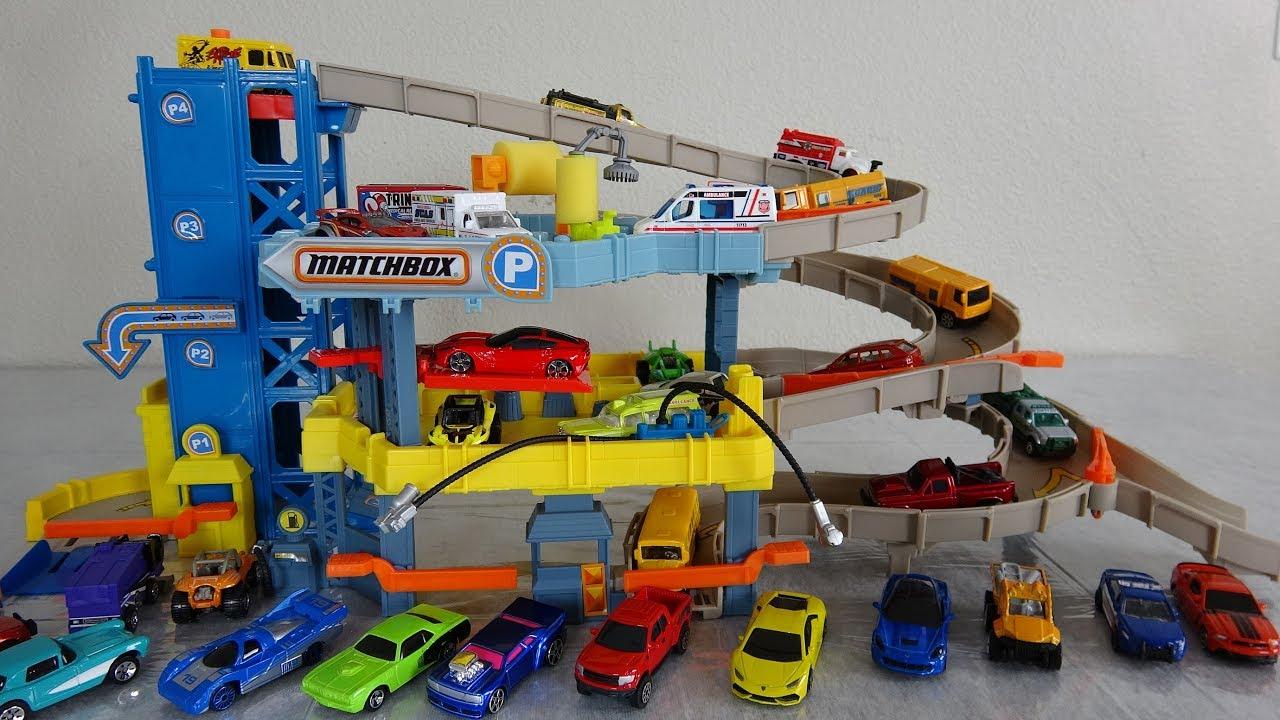 Toy Ambulance Police Matchbox Garage Play Set With Elevator Car Wash