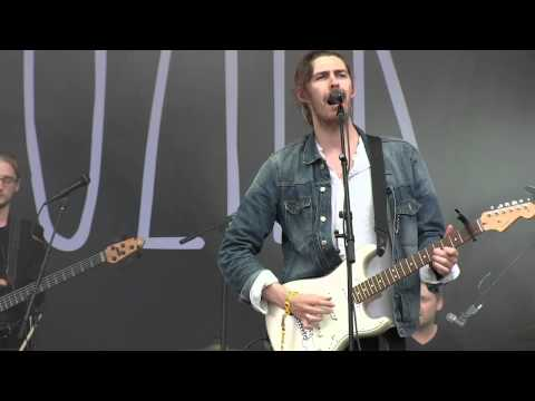 """Hozier- """"To Be Alone"""" (720p) Live at Lollapalooza on August 1, 2014"""