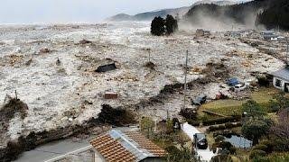 Ocean Overtops Wall - Japan Tsunami - La vidéo la plus choquante du tsunami au Japon