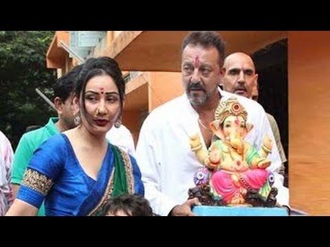 VIDEO: Sanjay Dutt & Manyata Dutt Ganpati Visarjan 2016 !!