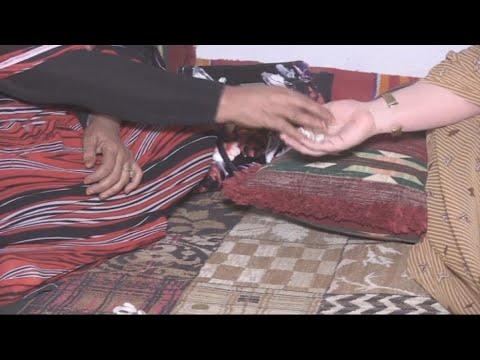 الموريتانيات يلجأن إلى خرز الودع محاولة لمعرفة مستقبلهن  - نشر قبل 38 دقيقة