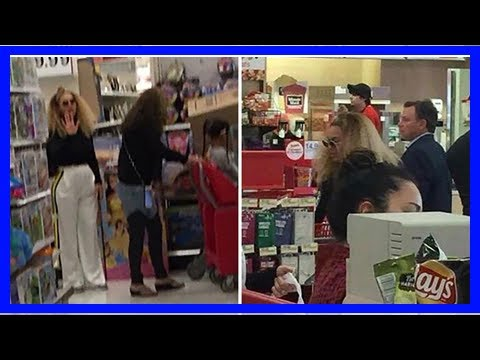 TOP NEWS - Beyonce shopping in target too