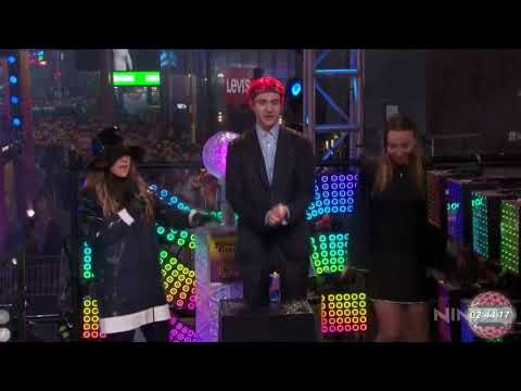 Ninja tries to get New Years Eve crowd to floss with him (no one does)!!!