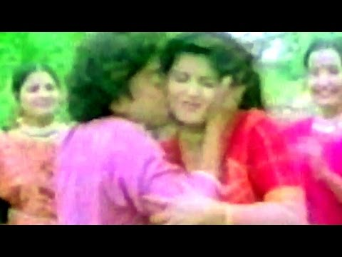 Naresh Kanodia Kisses Roma Manik, Angne Vage Ruda Dhol - Gujarati Romantic Comedy Scene 2/12