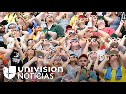 Al mejor estilo de un show musical, residentes de Illinois disfrutaron del eclipse solar