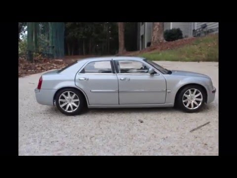 2005 Chrysler 300c from Motormax Scale 1:18