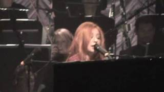 TORI AMOS & METROPOLE ORCHESTRA - Improv/Holly, Ivy and Rose/Snow Angel