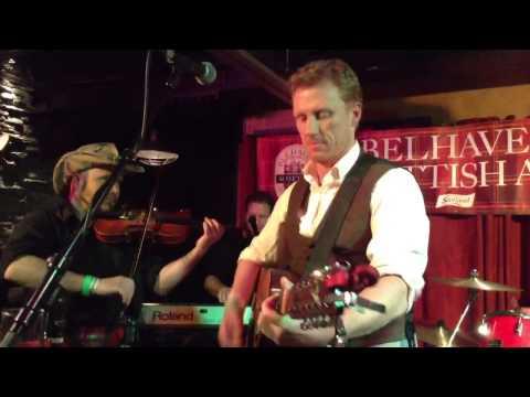 Kevin McKidd sings