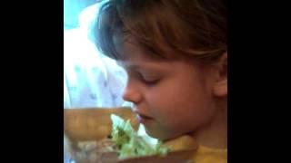 Ням-ням:смешное видео миска с салатом