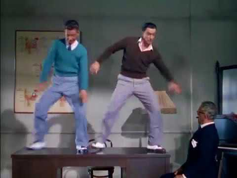 Gene Kelly & Donald O'Conor dans  Moses Supposes