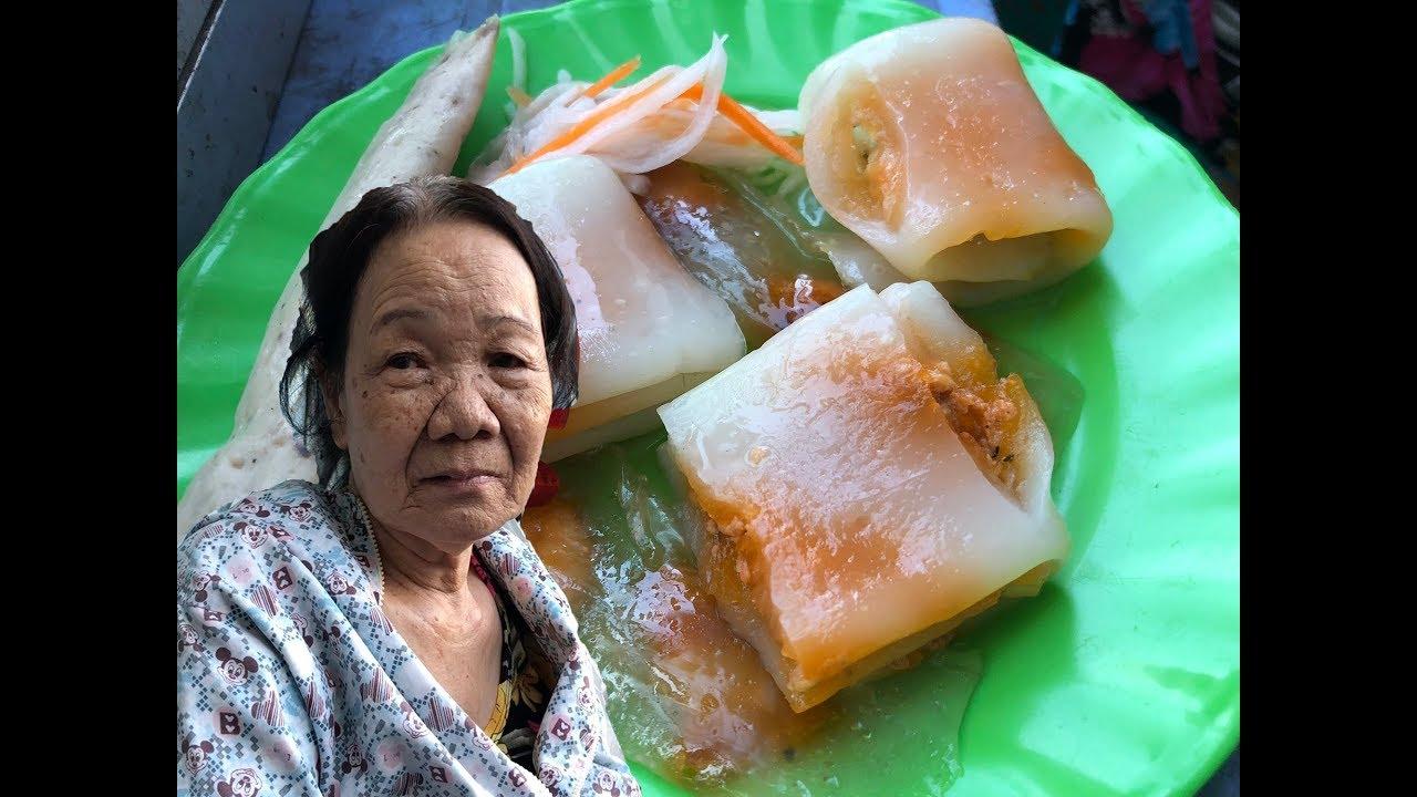 Mệ 70 tuổi gốc Huế bán bánh bột lọc, bánh nậm 2 ngàn đồng cực ngon ở Sài Gòn – Guufood