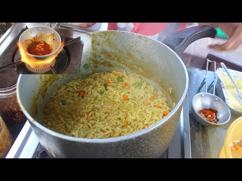 SPECIAL BUTTER TADKA MAGGI NOODLES & MASKA BUN | CHEESY MASALA MAGGI | Indian Street Food