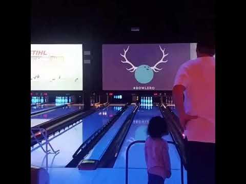 Miri & Dad bowling part 2