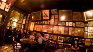 Мcsorley's old ale house Очень старое кафе 24 08 14(«Старый Пивной Дом Максо́рлис» — один из старейших баров Нью-Йорка. Расположен на Манхэттене в микрорайоне..., 2015-02-22T23:36:50.000Z)