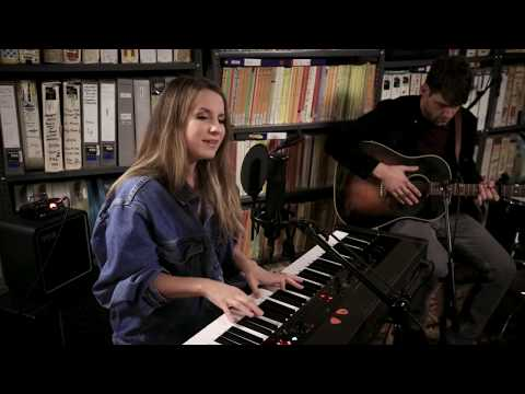 Download Caitlyn Smith - Put Me Back Together - 1/17/2020 - Paste Studio NYC - New York, NY Mp4 baru