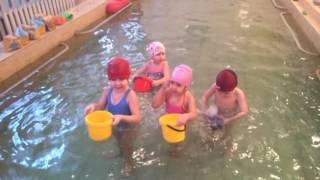 Учимся плавать играя.