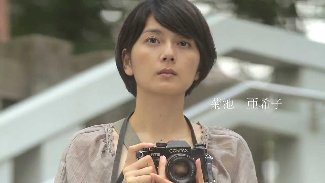 カメラを持った菊池亜希子
