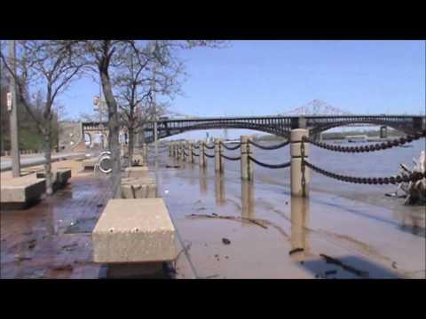 4/22/2013 -- Mississippi River Floods -- Moment the river overflows its banks