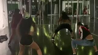 Eisha does twerking lessons😍😂🔥 @therealeisha @amoureishaa @ayo.eishaa @0fficialeishaa