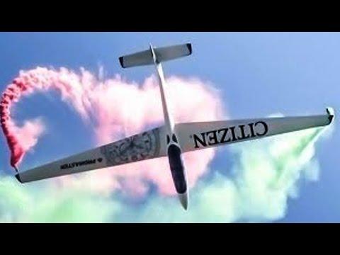 Fox Glider Aerobatic Airshow Flight - Smoke \u0026 Flares - Luca Bertossio! AFW2014