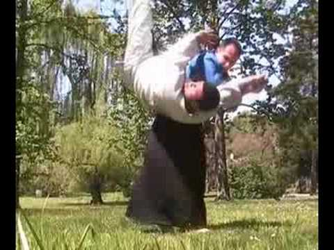 AIKIDO REAL SELF-DEFENSE - Koshi nage
