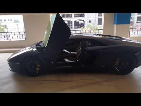 Lamborghini Aventador LP700-4 Review