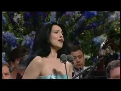 Angela Gheorghiu - Turandot: Tu che di gel sei cinta - Llangollen 2001