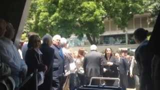 Así fue la llegada del féretro de Jaime Lusinchi al Cementerio del Este
