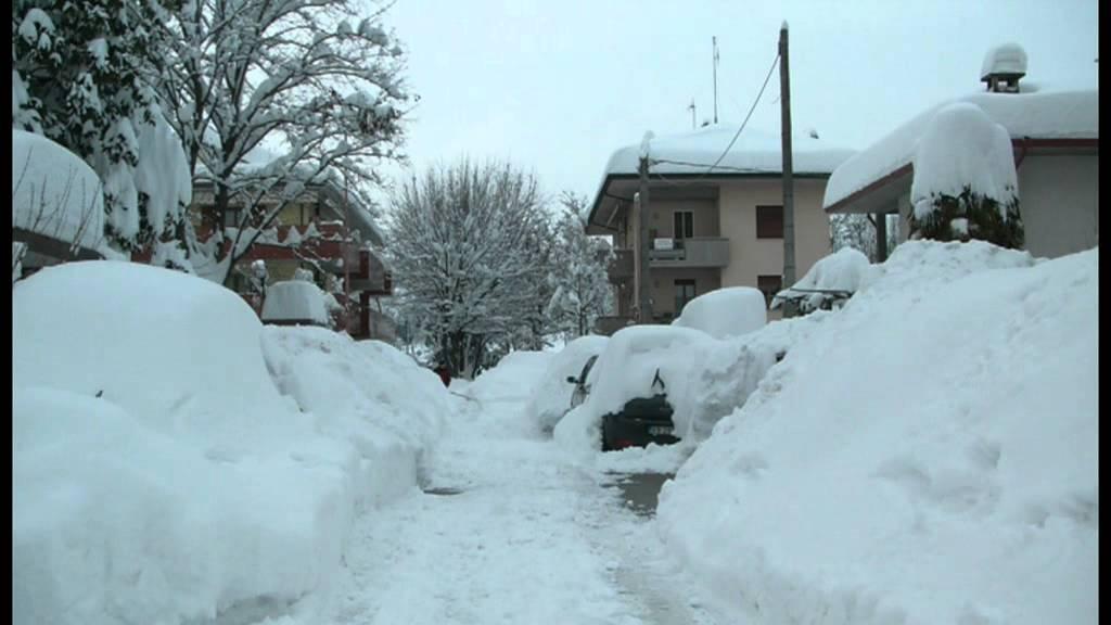 La Citt U00e0 Di Cesena  U00e8 Ricoperta Da 1 Metro Di Neve  Febbraio 2012