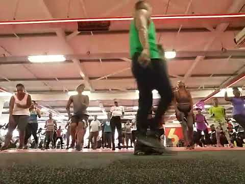 Dance fitness with Clive Msomi - Doing Dj Kotin ft Andile Mbili - Uzongilinda 320 Red Durban