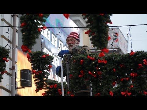 gazeta ye.ua: Замість парасольок – ялинки / Біля кінотеатру «Планета» створюють нову фотозону