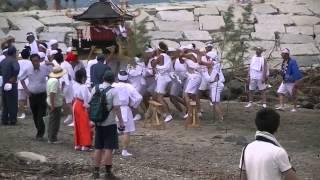 宮城県山元八重垣神社「神輿渡御」が30人の担手で笠野海岸の海へ豪快な祭姿です