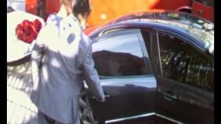 Свадьба - Юлька садится в машину