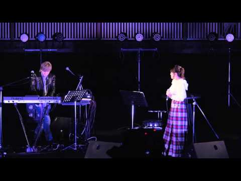29 Nov., 2015 Tetsuya Komuro and Miu Sakamoto 小室哲哉&坂本美雨 - Get wild @ 東京競馬場