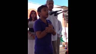 Niño campechano declama poesía frente a AMLO