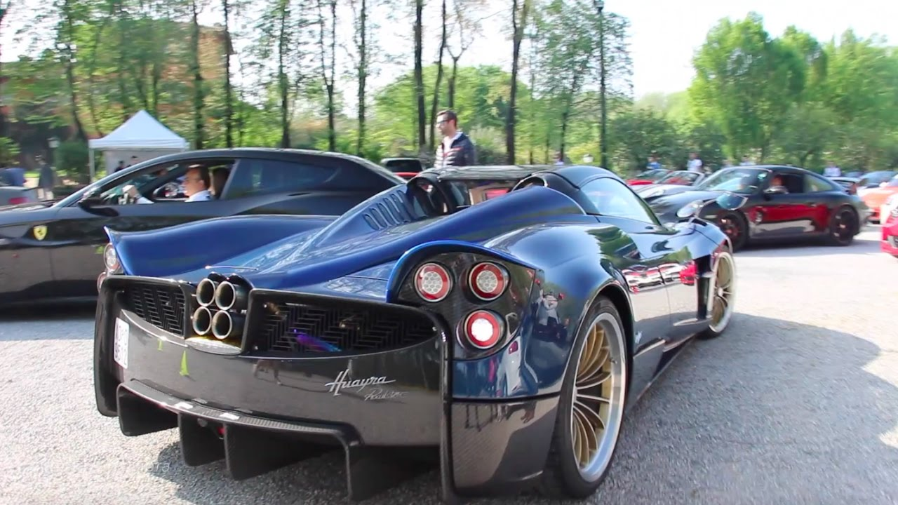 world first pagani huayra roadster on road youtube. Black Bedroom Furniture Sets. Home Design Ideas