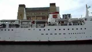 Tuxedo Princess floating nightclub leaves the River Tyne