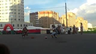 Скачать прикольные танцы индейцев не всегда такое увидишь на улице